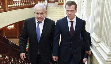 Dmitry Medvedev és Benjamin Netanyahu a Gorki elnöki rezidenciában, 2011. március 24-én 2011