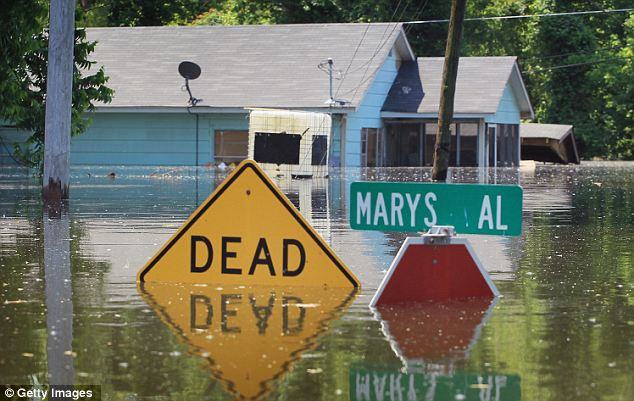 Tornadoes, floods and blizzards&#8230; U.S. is hit by a record FIVE billion-dollar weather disasters in 2011 (and it&#8217;s only May)
