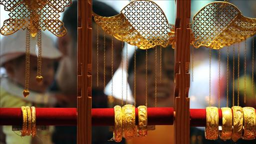Why Are the Chinese Buying Record Quantities of Gold?