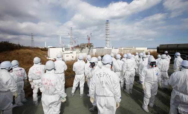 Forty million Japanese in 'extreme danger' of life-threatening radiation poisoning, mass evacuations likely
