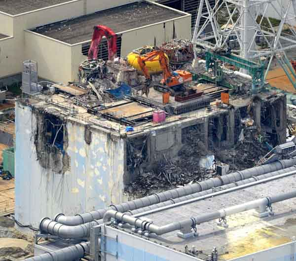 Ground under Fukushima Unit 4 sinking, structure on verge of complete collapse
