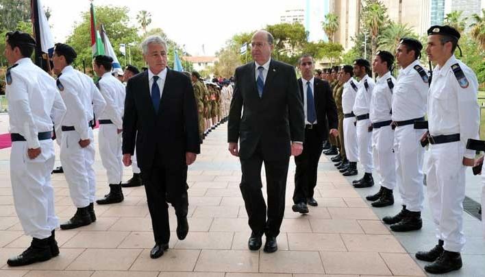 Chuck Hagel is zöld utat ad a Szíria és Irán elleni támadásokhoz