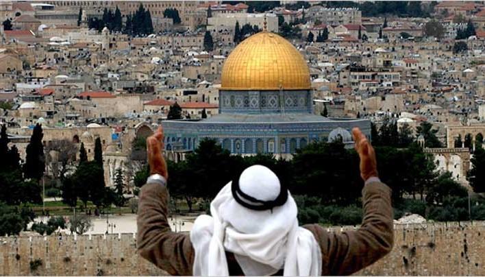 Abbas szerint Izrael az al-Aksza mecset helyére építené a Szent Templomot