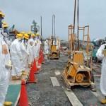 2013. augusztus 6. - a helyi hatóságok és nukleáris szakértők megvizsgálják a helyszínt.