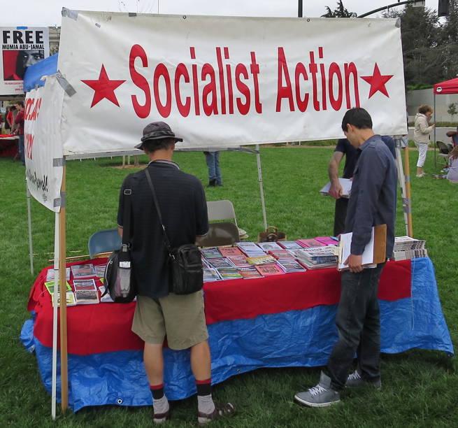 A bejáratnál a trockista/marxista Socialist Action standja fogadta az érkezőket