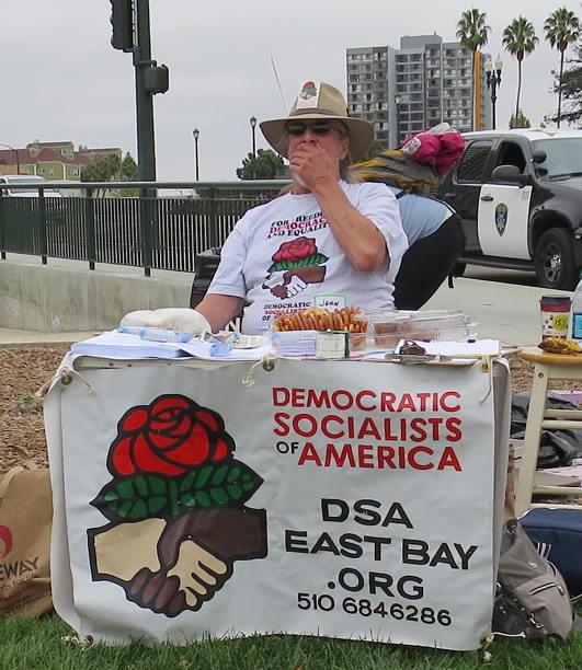 Az Amerikai Demokratikus Szocialisták békés átmenettel váltanának a kommunizmusra