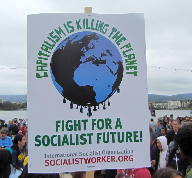 A Szocialista Munkás szervezet plakátja: A kapitalizmus megöli a bolygót ? Harcolj a szocialista jövőért!