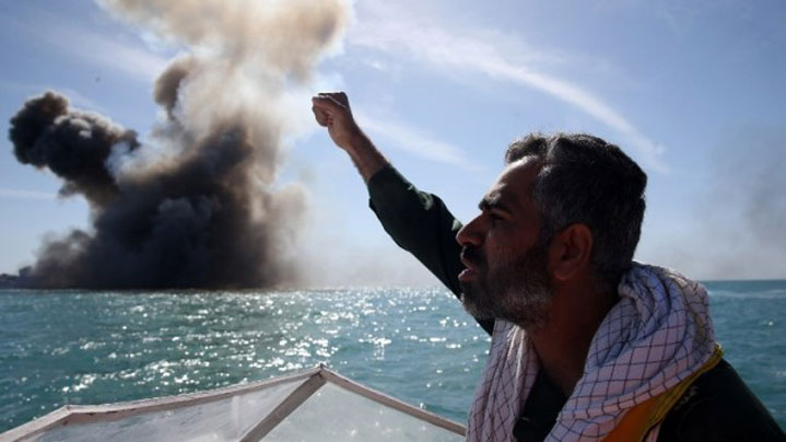 A Forradalmi Gárda egyik tagja a Hormuz-szorosnál tartott hadgyakorlatnál, 2015. február 25-én (photo credit: Hamed Jafarnejad/AFP/Fars News) Read more: Iran's Revolutionary Guards said 'preparing for war' in case deal collapses | The Times of Israel http://www.timesofisrael.com/irans-revolutionary-guards-said-preparing-for-war-in-case-deal-collapses/#ixzz3WnYk3iKs  Follow us: @timesofisrael on Twitter | timesofisrael on Facebook