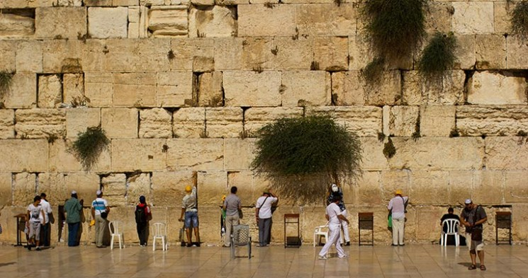 Wailing_Wall_Jerusalem_Victor_Grigas_2011_-1-50