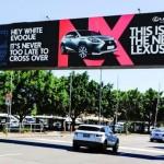 """""""Hé, fehér Evoque! Sohase késő váltani. Ez az új Lexus."""""""